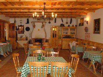 Racz Inn, Kisoroszi