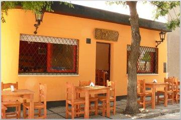 Los Tres Gomez Hostel, Капилья дель Монте