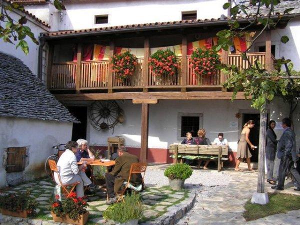 Pliskovica hostel, Dutovlje