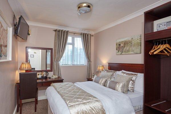 Uppercross House Hotel , Dublinas