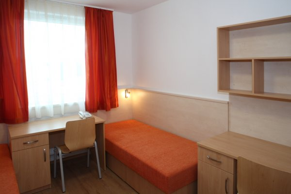 Famulus Kollégium, Győr