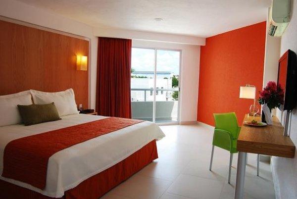 Ramada Cancun City Hotel, Канкун