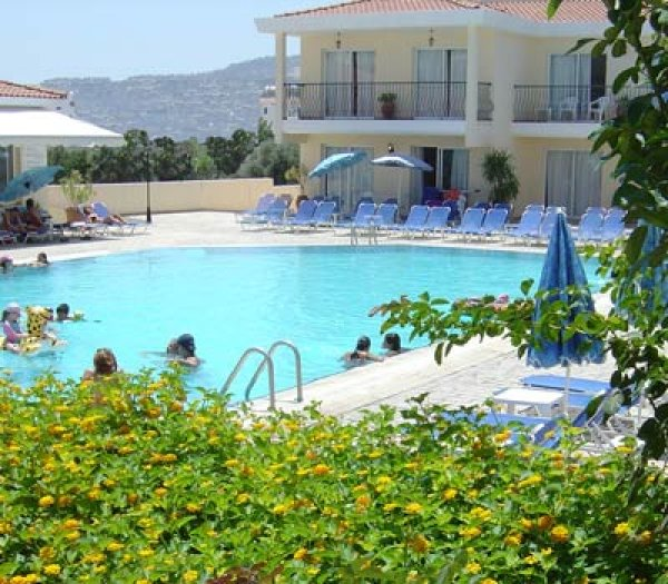 Nicki Holiday Resort, Polis