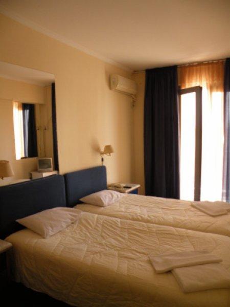 Hotel Delfini, Piraeus