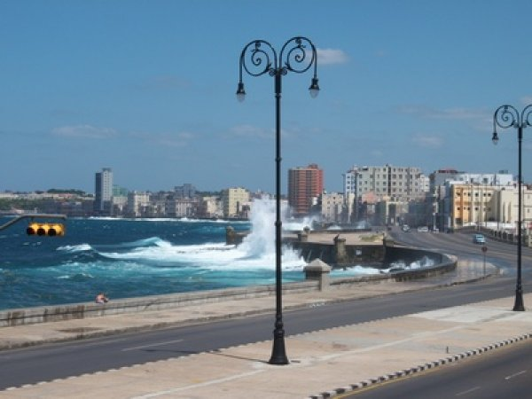 House in front the sea, Havana