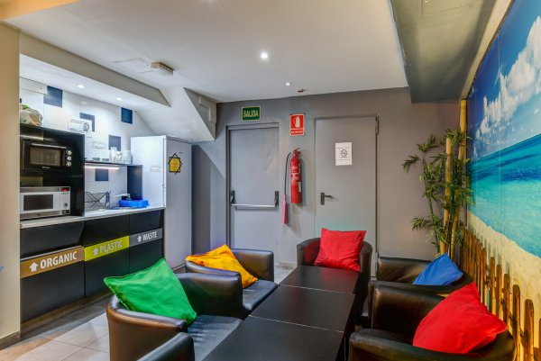 Sun and Moon Hostel, Barcelona