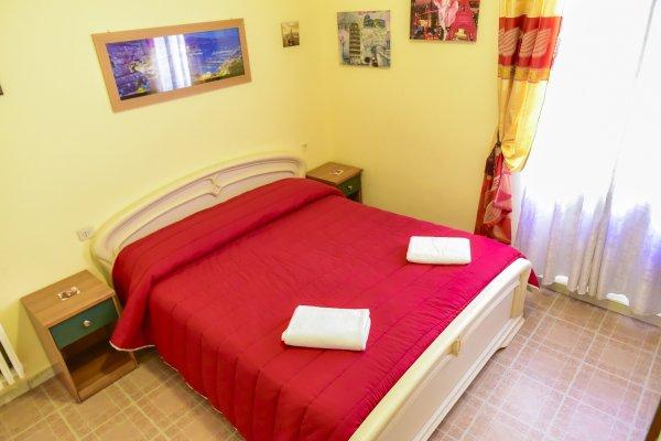 Centro Del Materasso Carmagnola.Bnb Simpatia Carmagnola Bed Breakfast A Roma Hostelsclub