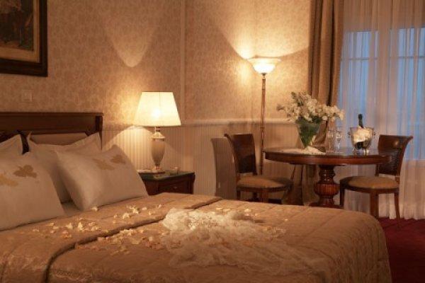 Grand Hotel Palace Hotel In Thessaloniki Hostelsclub