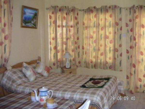Lecapitaine Tourist Residence, Tombeau baie