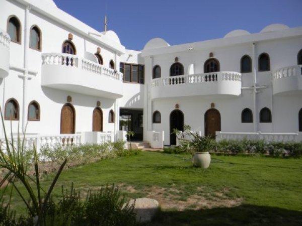 Blue Beach Club Hotel, Dahabas