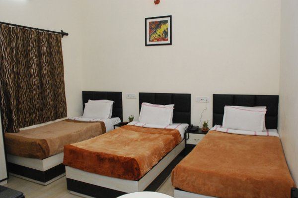 HOTEL MUMTAZ INN, Agra