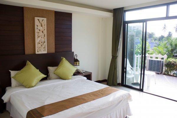 Karon Hillside Hotel, Karon Beach