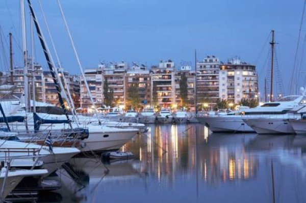 Piraeus Inn, Piraeus