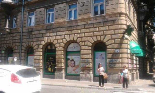 Nicolas Hostel, Rijeka