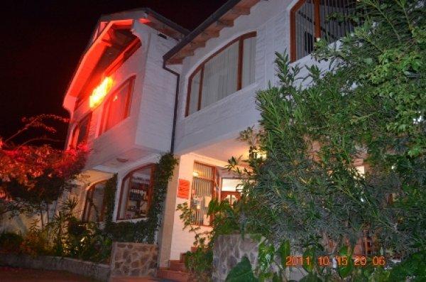 Volcano Hotel, Baños