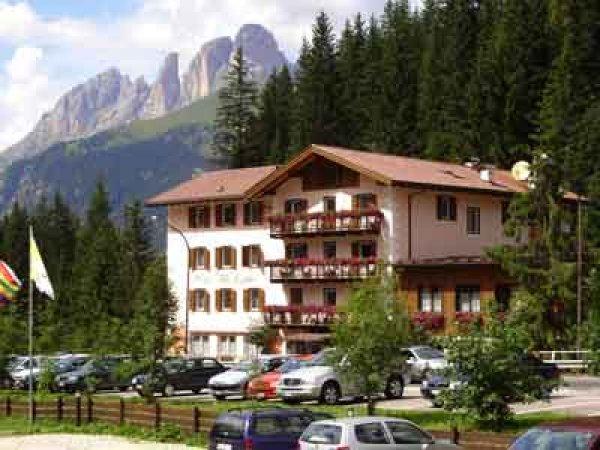 Hotel Villa Agomer, 卡纳泽伊(Canazei)