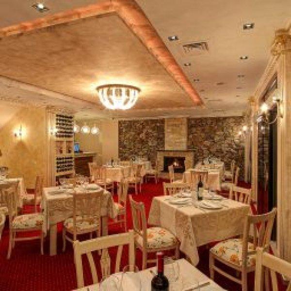 Golden Hotel, Pristina