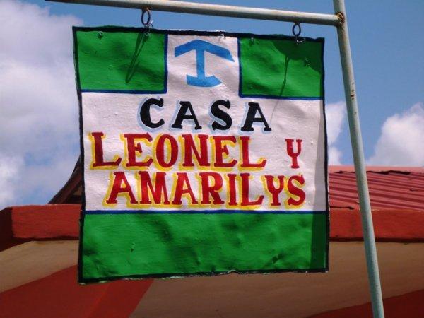 Casa Leonel y Amarilis, 비날레스