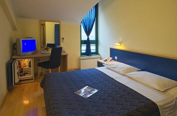Cubic Hotel, Laktasi
