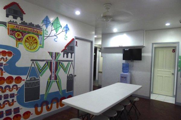 Lokal Hostel, Makati