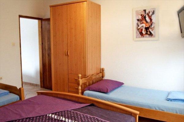 Maki Apartments, ティヴァト