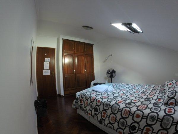 Purple Island Hostel, アングラ・ド・エロイズモ