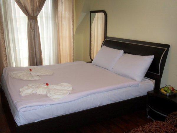 Lyon Hotel, Pristina