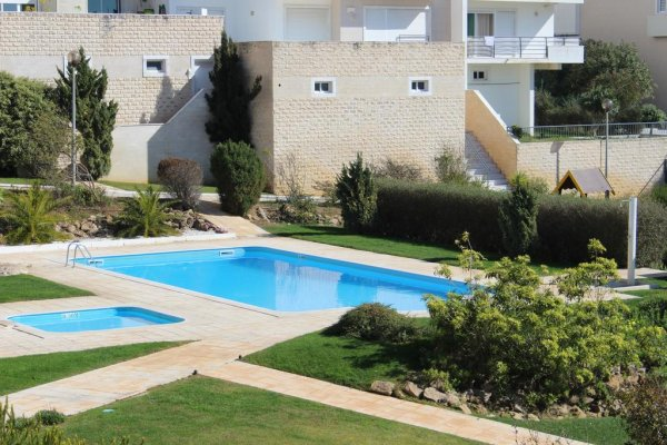 Ericeira Chill Hill Hostel and Private Rooms  - Peach Garden, Ericeira