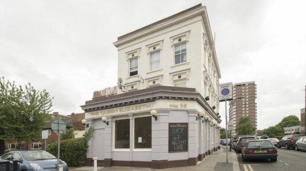 Queen Elizabeth Pub and Hostel Chelsea, Лондон