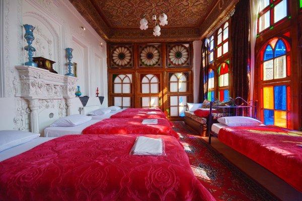 Taha Historical Hostel, Shiraz