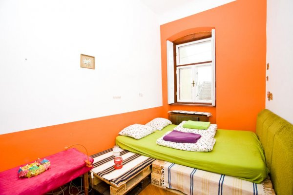Ananas Hostel, Печ