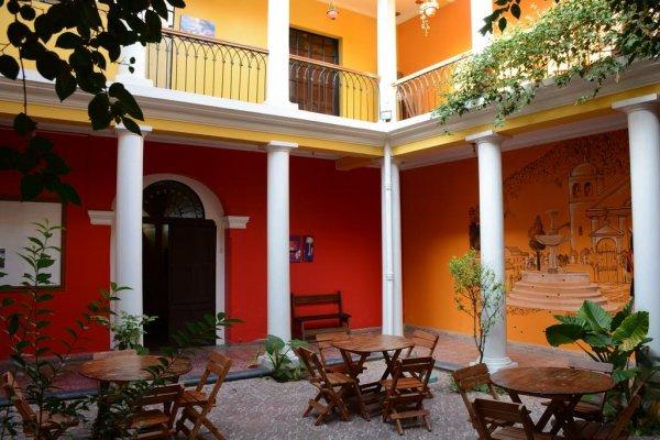 Colors House, Sucre