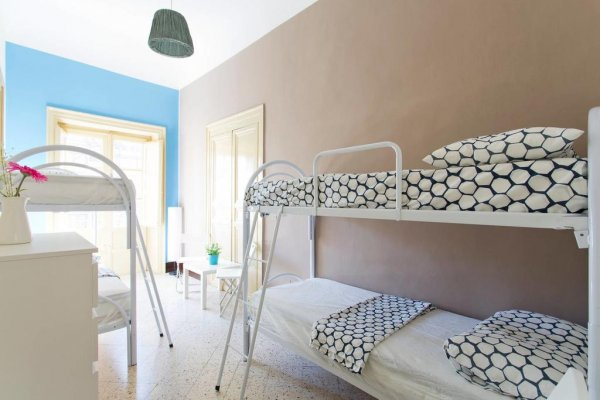 Sunshine Hostel, Palermo