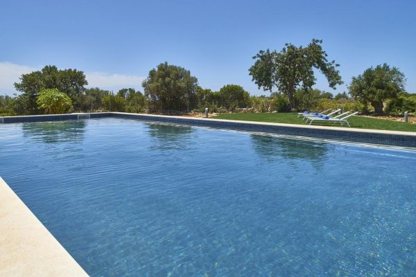 Mercedes Country House, Faras