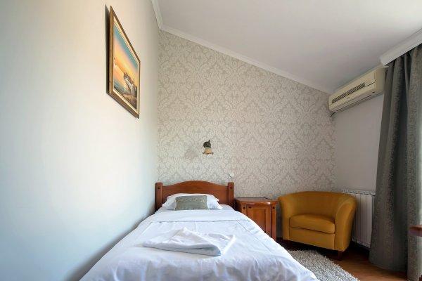 Holiday Hotel, Podgorica
