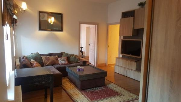 Downtown Apartment 2, 考那斯