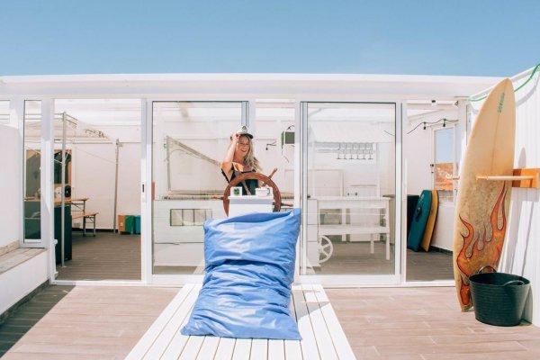 Deck Lodge, Peniche