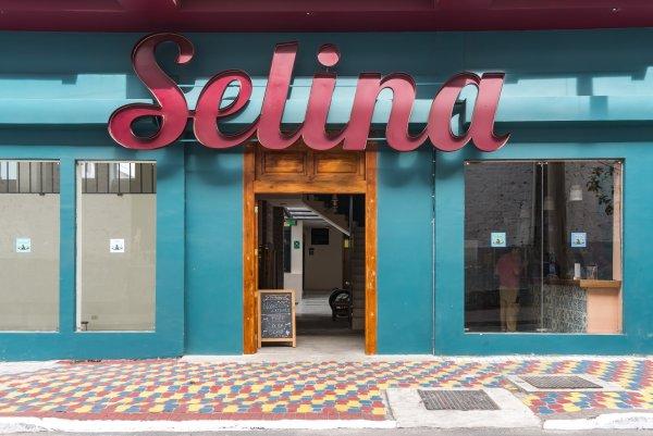 Selina Baños, Baños