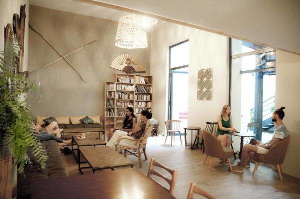 Georges Hostel & Café, Сет