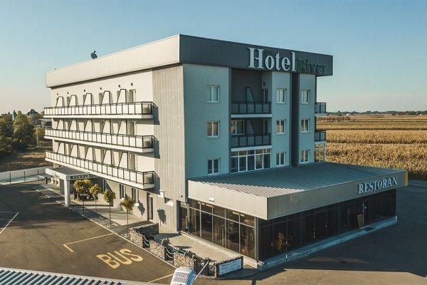 Hotel River, Μπιελίνα