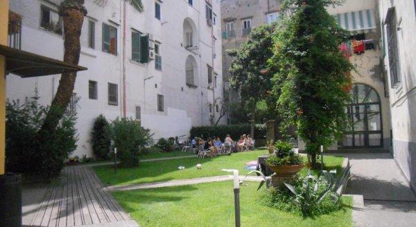 La Controra Hostel Naples, Nápoles