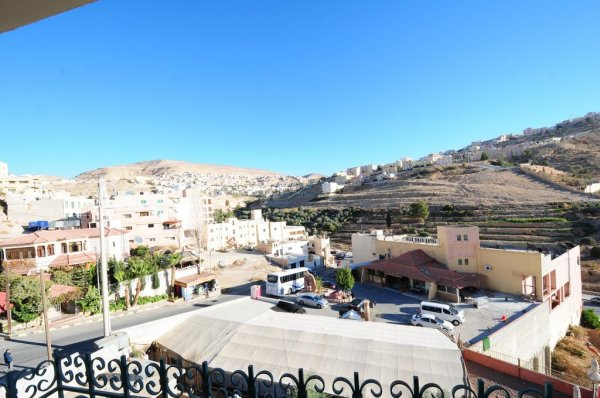 Edom Hotel, Petra