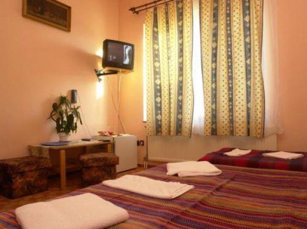 Attila Hotel Pension, Budapesta