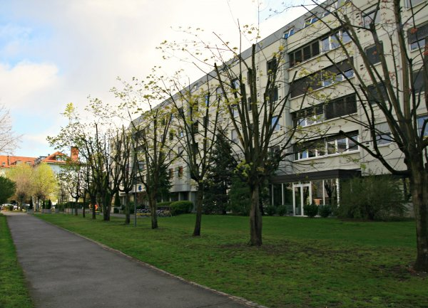 DIC hostel, लजूबलजाना