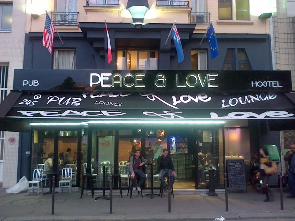Peace and Love Hostel, Paris